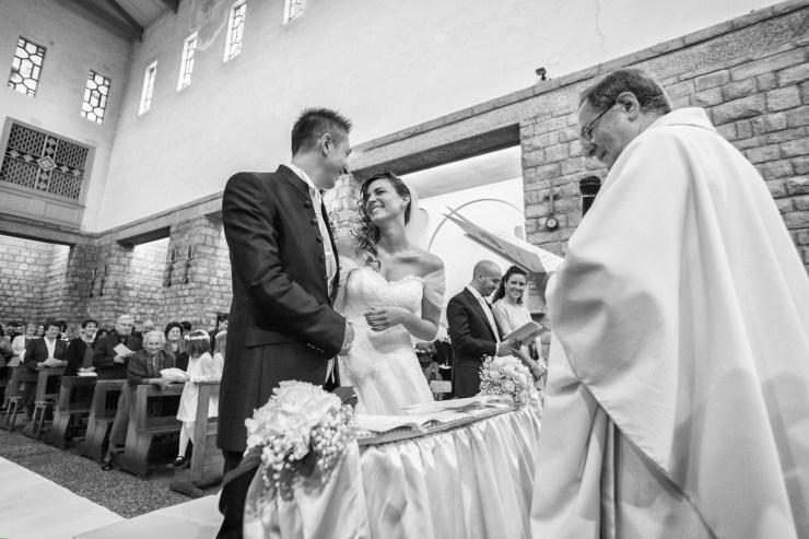 fotografo-matrimonio-bologna-e-provincia-fotografo-nozze-reportage-foto-non-in-posa-foto-spontenee-wedding-cinema-bologna-mare-di-foto- (42)